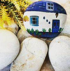 Home is where the heart is . . . . #taşsüsleme #taş #taşlarim #tasboyama #boyalitaslar #taşlar #paintedstones #paintedrocks #pebblepaint #paintedpebbles #stoneart #stonepainting #paintingstones #painting #painter #rocks #rockpaint #art #artist #artoftheday #piedras #piedraspintadas #handmade #specialgifts #house  #stonehouse #instastones #instaart