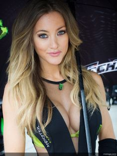 CLICK and enjoy beautiful sexy umbrella girls. 41 pictures of hot sexy girls in tight outfits at racing events. Niñas Monster Energy, Formula 1 Girls, Pit Girls, Umbrella Girl, Barbie, Remy Hair Extensions, Girls Gallery, Girl Next Door, Most Beautiful Women