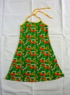 Fien*en*Mien: Gratis patroon halterjurk could see on Kendall Love Sewing, Sewing For Kids, Baby Sewing, Sewing Patterns Free, Clothing Patterns, Sewing Tutorials, Free Pattern, Sewing Clothes, Diy Clothes