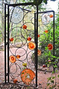 Want to revamp your garden fence with a creative gate door? Read our article to see the 31 creative fence gate ideas for your home that we've found. Metal Garden Gates, Metal Gates, Metal Garden Art, Iron Gates, Metal Art, Glass Garden, Outdoor Art, Outdoor Gardens, Fence Gate