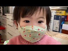 Face mask for baby/toddler. Though the voice narrative is Vietnamese (I think), the video tutorial is easy to understand. Sewing Hacks, Sewing Tutorials, Sewing Crafts, Sewing Projects, Sewing Patterns, Diy Mask, Diy Face Mask, Face Masks, Pocket Pattern