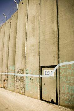 Palestine, graffiti as peaceful act - Socialphy International Court Of Justice, Benjamin Netanyahu, Apartheid, Street Art Graffiti, Palestine, Banksy, Pictures Images, Our World, Touring