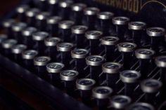 Picalls.com | Typewriter keys.