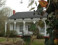 Aberdeen, Mississippi. Gregg-Hamilton House, Built in 1850..legendary Underground Railroad stop, used as a jail for Yankee prisoners and later home to Mollie Garth Gregg, widow of CSA Brigadeer General John Gregg.