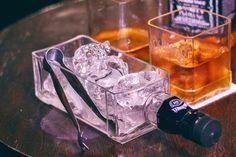 23 Clever DIY Christmas Decoration Ideas By Crafty Panda Whiskey Bottle Crafts, Alcohol Bottle Crafts, Glass Bottle Crafts, Alcohol Bottles, Diy Bottle, Liquor Bottles, Bottle Art, Jack Daniels Bottle, Bottle Cutting