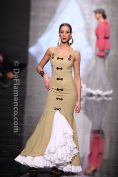 Fotografías Moda Flamenca - Simof 2014 - Pilar Rubio 'Va por ti' Simof 2014 - Foto 09 Lace Dress Styles, Nice Dresses, Spanish Fashion, Evening Dresses, Summer Dresses, Engagement Dresses, Western Outfits, Mermaid Dresses, Elegant Outfit