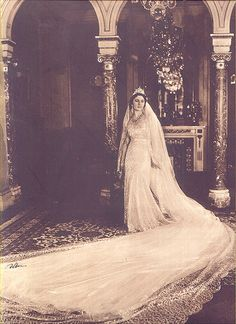 Queen Farida of Egypt. Very beautiful design for her wedding dress. Royal Brides, Royal Weddings, Royal Family Trees, African Royalty, Old Egypt, Valley Of The Kings, Egypt Travel, Royal Jewels, Thailand