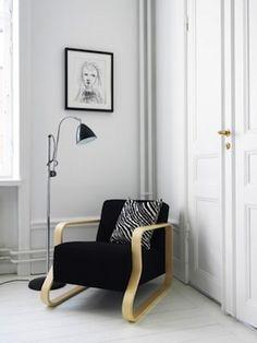 Alvar Aalto armchair / Artek + Bestlite floorlamp