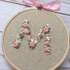 new brazilian embroidery patterns Embroidery Alphabet, Simple Embroidery, Hand Embroidery Stitches, Embroidery Hoop Art, Ribbon Embroidery, Embroidery Needles, Hand Embroidery Patterns Flowers, Hand Embroidery Designs, Brazilian Embroidery