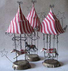 De Beaux Souvenirs bottom looks like bottle cap Circus Art, Circus Theme, Circus Tents, Carnival Tent, Wire Crafts, Diy And Crafts, Arts And Crafts, Assemblage Art, Wire Art