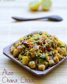 Aloo Chana Chaat - snack with potatoes and chickpeas Indian Snacks, Indian Food Recipes, Vegetarian Recipes, Cooking Recipes, Chef Recipes, Cooking Tips, Recipies, Chana Chaat Recipe, Chats Recipe