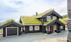 LHM LOG CABINS are built by experienced lafters using traditional Norwegian building method. STAVLAFT CABINS is a combination of log and frame construction. Getaway Cabins, Cabins In The Woods, Log Homes, Outdoor Living, Cottage, Construction, Traditional, House Styles, Building