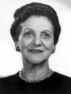 Beulah bondi~ very good and classy character actress. she comes across as sweet and always played mothers in movies. last night watched remember the night in which she played fred macmurray's mother. Classic Movie Stars, Classic Movies, Vintage Hollywood, Classic Hollywood, Wonderful Life Movie, Beulah Bondi, Actor Secundario, Slot, Video Vintage