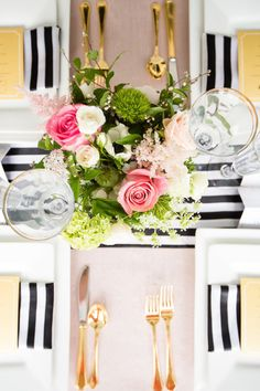 Décoration de table avec des rayures noires #blackstripes #deco #sweettable #fete #party
