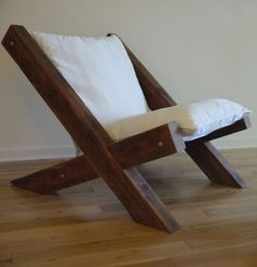 Barn Wood Lounge Chair por TicinoDesign en Etsy