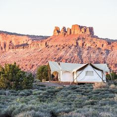 Get your kicks on Route 66 by staying the night at this luxury camping retreat. Learn more about Under Canvas and our other favorite glamping experiences at our link in bio