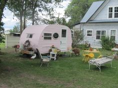 Amazing Image of Retro Glamper Girl's Shoot. Retro Glamper Girl's Shoot Darling Little Camper Turned Into Guest Cottage And Backyard Camping Vintage, Vintage Rv, Vintage Caravans, Vintage Travel Trailers, Vintage Bohemian, Vintage Antiques, Old Campers, Little Campers, Retro Campers