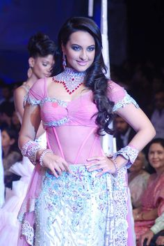 Actress Sonakshi Sinha walked the ramp on the last day of India International Jewellery Week