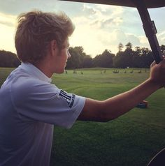 Niall today MY ANGEL OMG HIS HAIR IS PERF. THE SUN CANT EVEN COMPETE WITH THIS BALL OF SUNSHINE I LOVE HIM SO MUCH