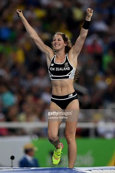 Eliza McCartney Photos - Eliza Mccartney of New Zealand competes in the Women's Pole Vault Final on Day 14 of the Rio 2016 Olympic Games at the Olympic Stadium on August 2016 in Rio de Janeiro, Brazil. Beach Volley, Pole Vault, Beautiful Athletes, Best Cardio Workout, Boxing Workout, Olympic Athletes, Le Tennis, Nfl Cheerleaders, Sporty Girls