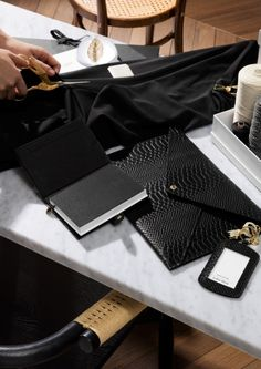 & Other Stories Now Makes Stationery and It's Très Chic: Time for an office desk makeover. Laptop Bag For Women, Work Bags, Bag Organization, Office Fashion, Chanel Boy Bag, Women's Accessories, Stationery, Purses, Leather