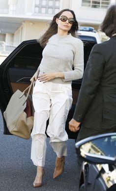Angelina Jolie Skinny, Angelina Jolie Photos, Office Fashion, Fashion 2020, Star Fashion, Inverted Triangle Outfits, Angelina Jolie Children, Airport Attire, Paparazzi Fashion
