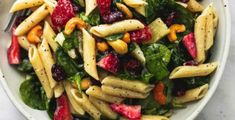 salade de pates maison epinard fraise vinaigrette Pasta Salad With Spinach, Pasta Salad Recipes, Soup And Salad, Vegetarian Recipes, Cooking Recipes, Healthy Recipes, Pasta Penne, Penne Noodles, Potluck Side Dishes