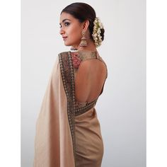 Top 30 Latest And Trendy Blouse Designs For Back Neck Here are the latest 30 blouse design for back neck that is impeccably immaculate and you can certainly opt for these or customize them as per your choice. Silk Saree Blouse Designs, Blouse Neck Designs, Silk Sarees, Indian Dresses, Indian Outfits, Indian Clothes, Stylish Sarees, Elegant Girl, Saree Look