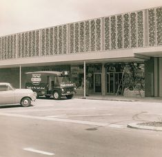 Rear entrance from car park to Woolworths Variety Store at Lynnmall, New Lynn as final touches were done before official opening the next day. Nz History, My Family History, Auckland New Zealand, Old West, Peta, What Is Like, Kiwi, Entrance, The Neighbourhood