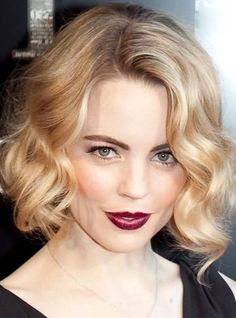 Curly Bob Hairstyle for Medium Hair