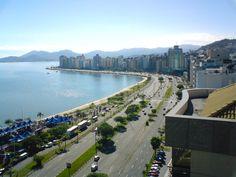Florianópolis conquista o visitante à primeira vista. Um olhar rápido sobre as beleza paisagens e riquezas naturais já faz qualquer pessoa ter noção de que Floripa é uma linda cidade para contemplar e viver. Veja o que fazer em Floripa!