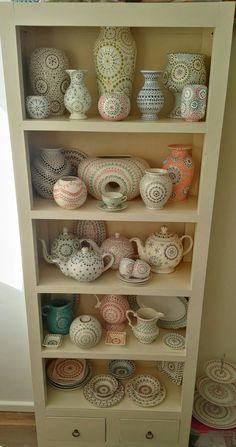 Pottery Painting Designs, Paint Designs, Fall Flower Crown, Stippling Art, Mandala Art Lesson, Mandala Dots, Stone Crafts, Dot Painting, Decoration