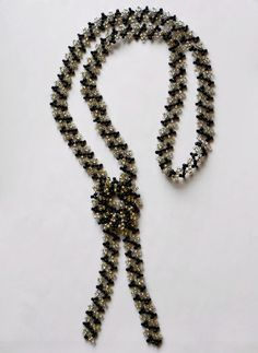 Pattern for amazing necklace Zebra. This website is full of free patterns.