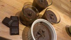 Petits pots de crème au chocolat.