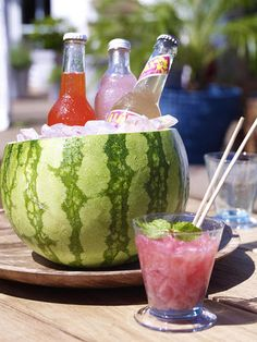 diy-home-made-summer-table-decorating-ideas-watermelon-smoothie-rind-beverage-cooler