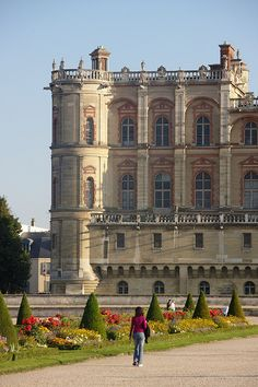 Château de Saint-Germain-en-Laye. Spent many a Sunday in the gardens there when we lived in LeVesinet. bje