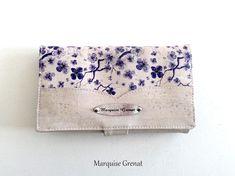 Compangon Complice en liège écru et coton fleurs bleues cousu par Martine - Patron Sacôtin