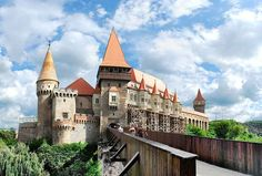 Hunedoara Castle in Transylvania, Romania. This castle held Vlad Tepes as a prisoner for years. Visit Romania, Romania News, My Cup Of Tea, Countries Of The World, Barcelona Cathedral, Travel Destinations, Scenery, Building, Places