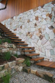 Be inspired by the best in stone walling. At Eco Outdoor® we look for pieces that reflect the natural internal tonal variations of the stone once split. This ensures that the end result is a stunning spectrum of true to life colour. Natural Stone Cladding, Natural Stone Wall, Natural Stones, Bungalow Exterior, Wall Exterior, Stone Feature Wall, Feature Walls, Outside Pool, Sandstone Wall