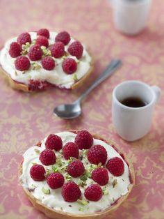 Tartelettes chocolat blanc framboise : Recette de Tartelettes chocolat blanc framboise - Marmiton