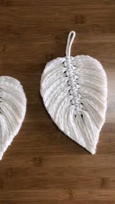 Macrame Design, Macrame Art, Macrame Projects, Feather Crafts, Macrame Patterns, Diy Crafts Videos, Yarn Crafts, Kids Crafts, Diy Room Decor