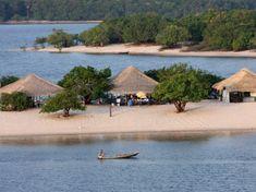 """Alter do Chão é uma pa- radisíaca praia localizada no município de Santa- rém, Oeste do Estado do Pará. Ela também é co- nhecida como """"Caribe da Amazônia"""", pela sua rara e exeburante beleza. O povo é hospitaleiro e a praia de água doce é única, sendo a inspiração de diversos poetas."""