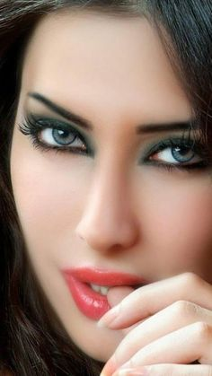 Wooow talking eyes, those alluring eyes 🤗 lovely eyes, stunning eyes, pret Beautiful Lips, Stunning Eyes, Gorgeous Eyes, Pretty Eyes, Cool Eyes, Beautiful Women, Girl Face, Woman Face, Interesting Faces
