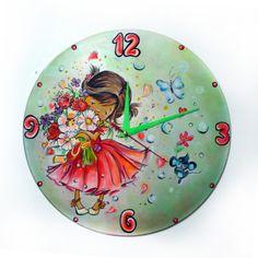 Настенные круглые часы в детскую