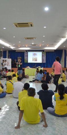 Mein Freiwilligeneinsatz – Thailand aus anderer Perspektive - MEINPLAN.at  Vera arbeitet für ein Jahr als Freiwillige im Mercy Centre in Bangkok. Ein große Veranstaltung war das Family Camp für Familien mit HIV/AIDS-Betroffenen.  #thailand #abenteuer #helfen #freiwilligendienst #auslandsjahr #asien #bangkok #volontariat #auslandserfahrung #reise #reisetipps #helfen #abenteuerleben #meinplan.at Ehrenamtliches Engagement, Hiv Aids, Bangkok, Centre, Thailand, Basketball Court, Perspective, Families, Asia