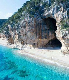 Praia de Cala Luna, Sardenha, Itália See the world ~~ Italy Vacation, Vacation Places, Dream Vacations, Italy Travel, Vacation Spots, Places To Travel, Places To See, Travel Destinations, Vacation Packages