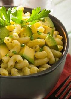 Nothing warms the soul in the wintertime like a hot bowl of your favorite comfort food, but adding avocado chunks to your mac and cheese takes it to the next level and gives it a fresh taste!
