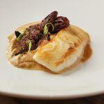 Divoká kambala, fenyklové pyré, smrž, černý česnek, humrová omáčka // Wild Turbot, fennel pureé, morels mushrooms, black garlic, bisque sauce