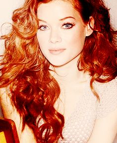 Jane Levy, love suburgatory and I think she is just so pretty!