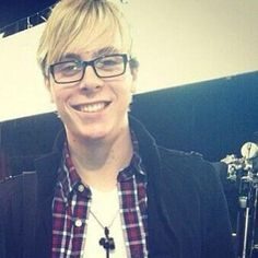 Riker with glasses is like my weakness